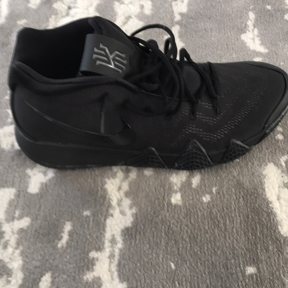 Nike Shoes   Brand New Kyrie Irving